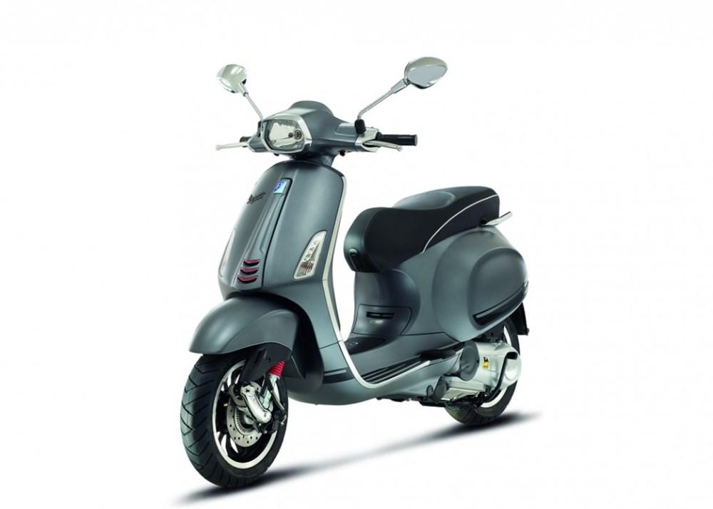 Noleggio Scooter Vespa 125 GTS a Roma